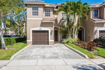 Home for Sale at 13219 NW 7th Pl, Plantation FL 33325