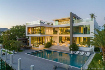 Home for Sale at 880 Harbor Drive, Key Biscayne FL 33149