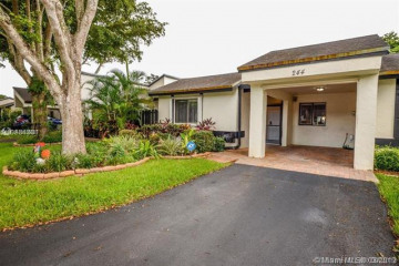 Home for Sale at 244 Fairway Cir #86, Weston FL 33326