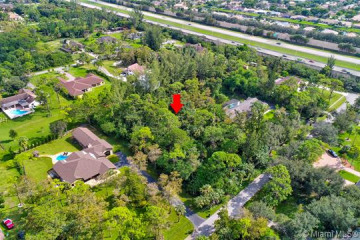 Home for Sale at 5810 NW 66th Ave, Parkland FL 33067