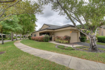 Home for Sale at 9253 Chelsia Drive S, Plantation FL 33324