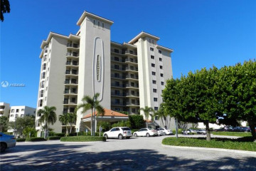 Home for Sale at 370 Golfview #104, North Palm Beach FL 33408