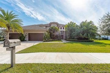 Home for Sale at 12562 Grand Oaks Dr, Davie FL 33330