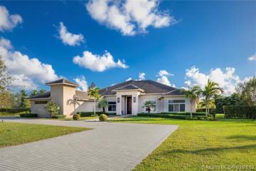 Home for Sale at 14640 Jockey Cir S, Davie FL 33330