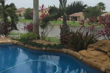Home for Rent at 1648 Blue Jay Cir, Weston FL 33327