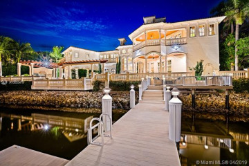 Home for Sale at 490 Mariner Dr, Jupiter FL 33477