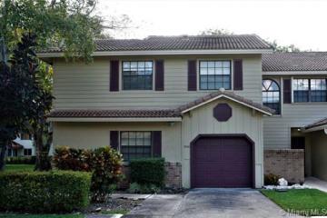 Home for Sale at 9061 Vineyard Lake Dr, Plantation FL 33324