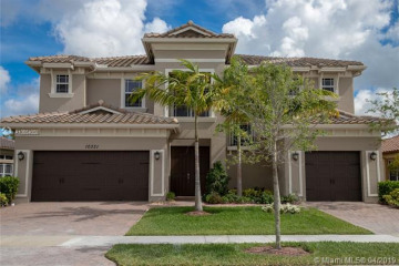 Home for Sale at 10331 Peninsula Pl, Parkland FL 33076