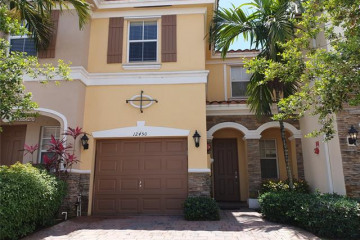 Home for Sale at 12450 Emerald Creek Ct, Plantation FL 33325