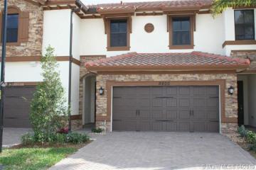Home for Sale at 9600 N Town Parc Cir N, Parkland FL 33076