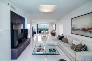 Home for Sale at 15811 Collins Ave #2404, Sunny Isles Beach FL 33160