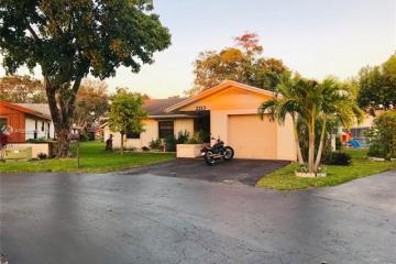 Home for Sale at 2213 Nova Village Dr, Davie FL 33317