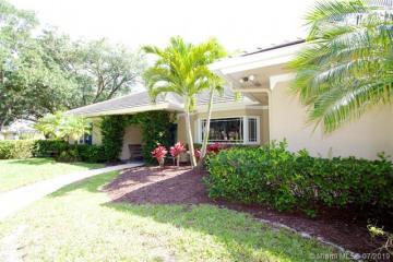 Home for Sale at 18457 SE Heritage Oaks Ln, Tequesta FL 33469