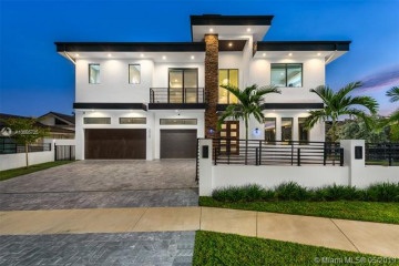 Home for Sale at 2420 NE 49th St, Lighthouse Point FL 33064