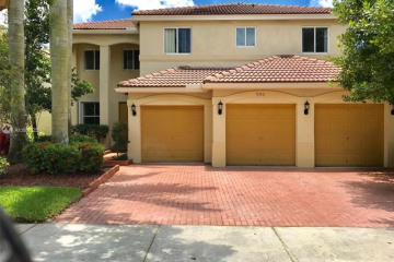 Home for Rent at 990 Lavender Cir, Weston FL 33327
