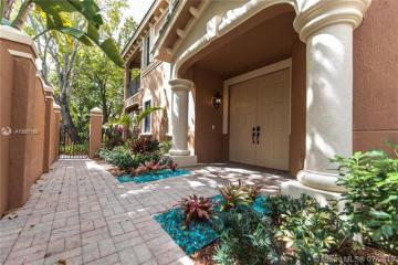 Home for Sale at 2806 Kinsington Cir #27-1, Weston FL 33332