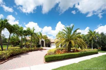 Home for Sale at 14443 S Jockey Cir S, Davie FL 33330