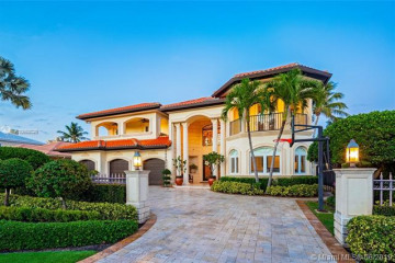 Home for Sale at 3448 NE 31st Ave, Lighthouse Point FL 33064