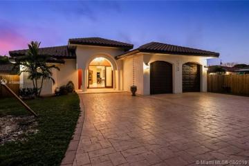 Home for Sale at 15700 SW 90th Ave, Palmetto Bay FL 33157