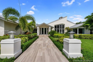 Home for Sale at 16000 Old Cutler Rd, Palmetto Bay FL 33157