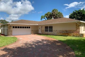 Home for Sale at 308 SW Ridge Ln, Stuart FL 34994