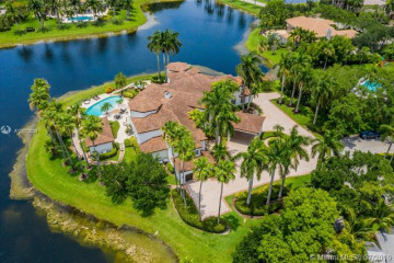 Home for Sale at 2940 Paddock Rd, Weston FL 33331