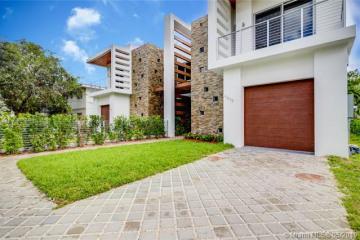 Home for Sale at 4895 University Dr #4895, Coral Gables FL 33146
