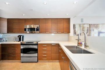 Home for Sale at 1000 Island Blvd #2905 RENOVATED, Aventura FL 33160