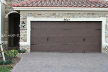 Home for Sale at 9614 N Town Parc Cir N, Parkland FL 33076