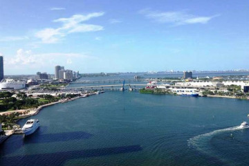 Home for Rent at 848 Brickell Key Dr #3006, Miami FL 33131