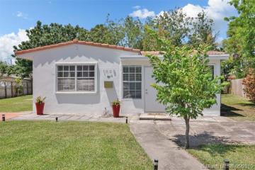 Home for Sale at 1005 NE 16th Pl, Fort Lauderdale FL 33305