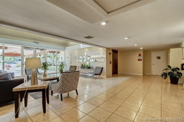 Home for Sale at 140 Lakeview Dr. #209, Weston FL 33326