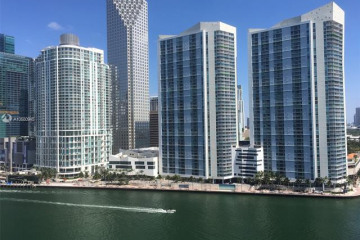 Home for Sale at 888 Brickell Key Dr #1810, Miami FL 33131