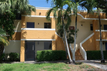 Home for Rent at 165 Lakeview Dr #102, Weston FL 33326