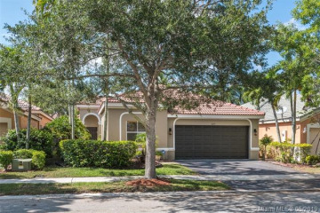 Home for Sale at 1009 Bluewood Ter, Weston FL 33327