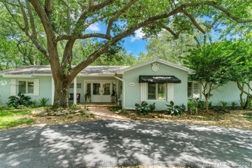 Home for Sale at 16167 SW 74th Pl, Palmetto Bay FL 33157