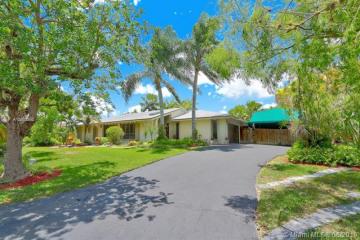Home for Sale at 8904 SW 177th Ter, Palmetto Bay FL 33157