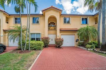 Home for Sale at 13907 N Forest Oak Cir, Davie FL 33325