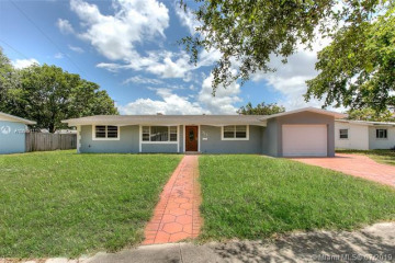 Home for Sale at 315 NW 48th Ter, Plantation FL 33317