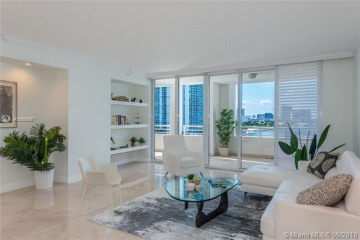 Home for Rent at 848 Brickell Key Dr #806, Miami FL 33131