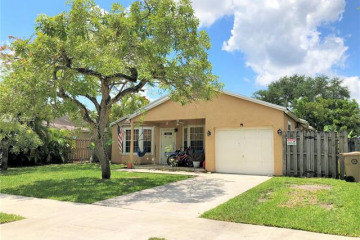 Home for Sale at 1711 SW 127th Ave, Davie FL 33325