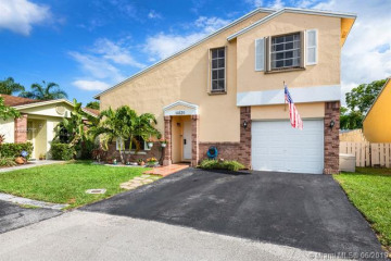 Home for Sale at 14620 S Beckley Sq, Davie FL 33325