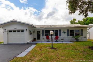 Home for Sale at 1421 Campanelli Drive, Plantation FL 33322