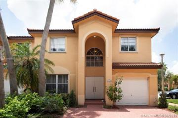 Home for Sale at 197 Laurel Oak Ln, Davie FL 33325
