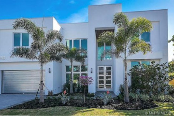 Home for Sale at 5 Sunset Ln, Lauderdale By The Sea FL 33062