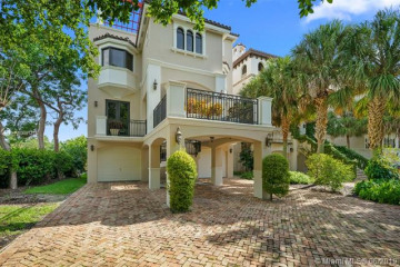 Home for Sale at 5860 Paradise Point Dr, Palmetto Bay FL 33157