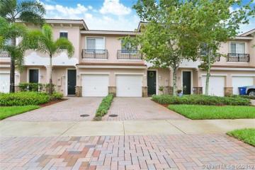 Home for Sale at 256 Las Brisas Cir, Sunrise FL 33326