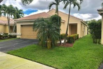 Home for Sale at 4307 Greenbriar Ln, Weston FL 33331