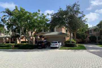 Home for Sale at 2701 Center Ct Dr #2-14, Weston FL 33332