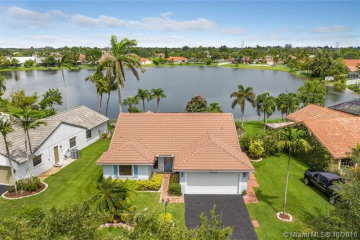 Home for Sale at 6235 Hawkes Bluff Ave, Davie FL 33331